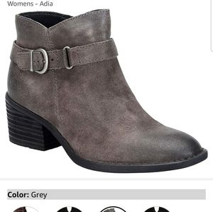 NWOT-Grey Suede Born Booties
